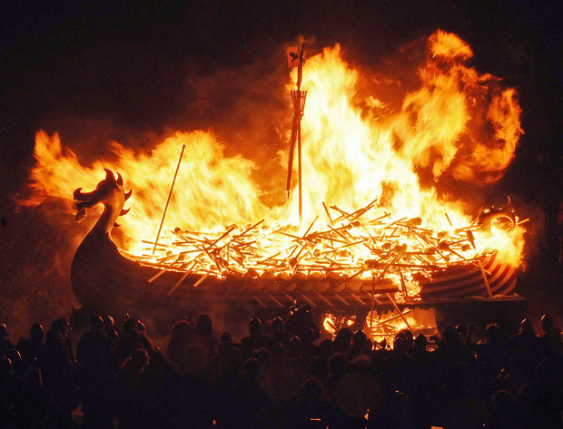 burning-boat-whole_1566933i